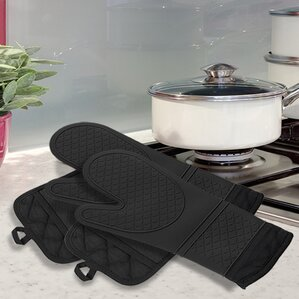 4 Piece Oven Mitt And Pot Holder Set