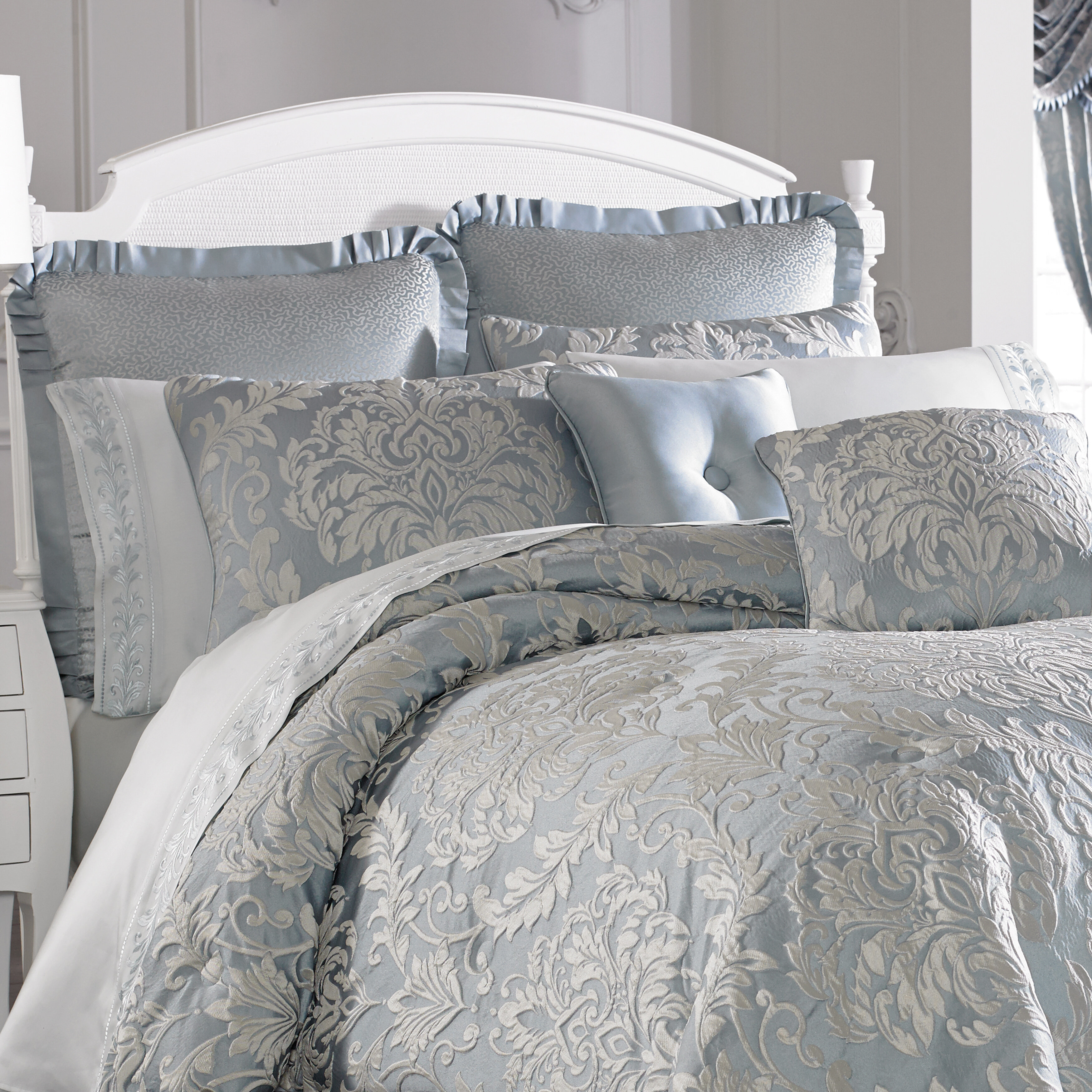grey comforter lush accent black comforterivory and decor duvets covers elegant rubber of full slatsy white with ivory beddingruffle home ruched ruffle twin size charming king belle for set metal uk piece single duvet xl feet ruffled amazoncom cover ticking queen gold frame chic canada sophistication form striped