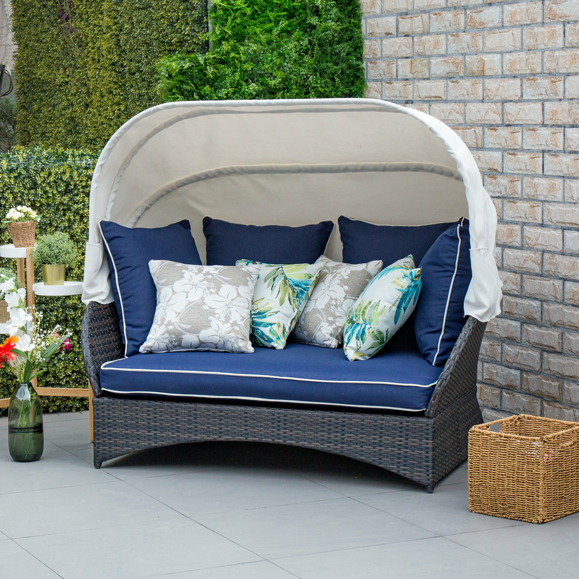 Picture of: Bay Isle Home Tolbert Patio Daybed With Cushions Reviews