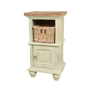 Flovilla Cottage End Table