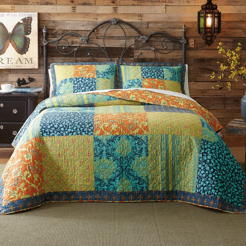 Jacinda Reversible Quilt Set