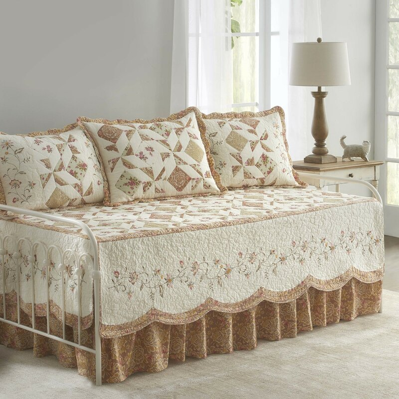 Pineview Coverlet Set