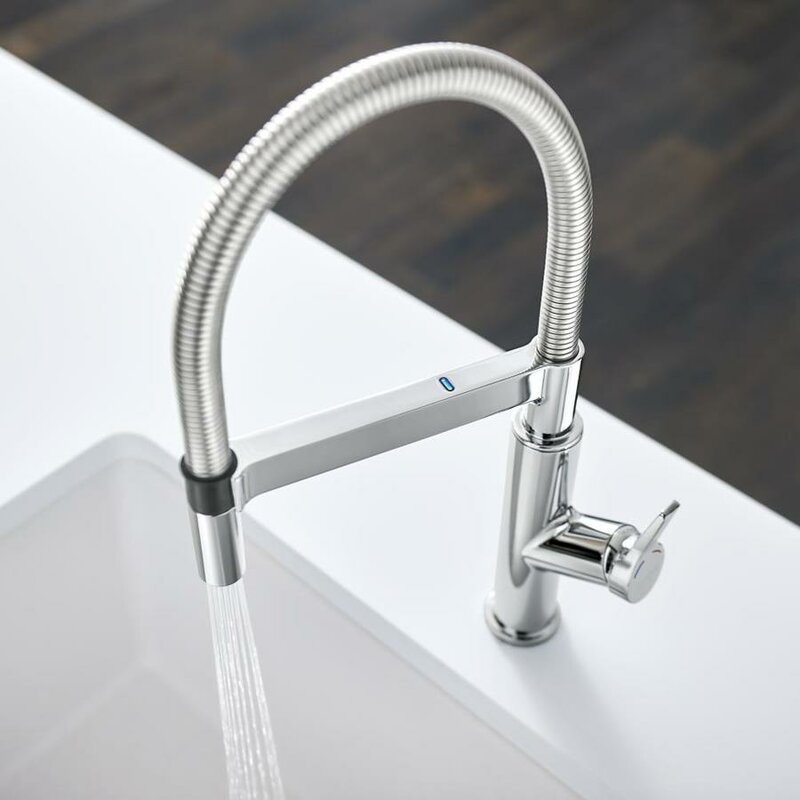 Solenta Senso Touchless Single Handle Kitchen Faucet with Sensor Activation Technology