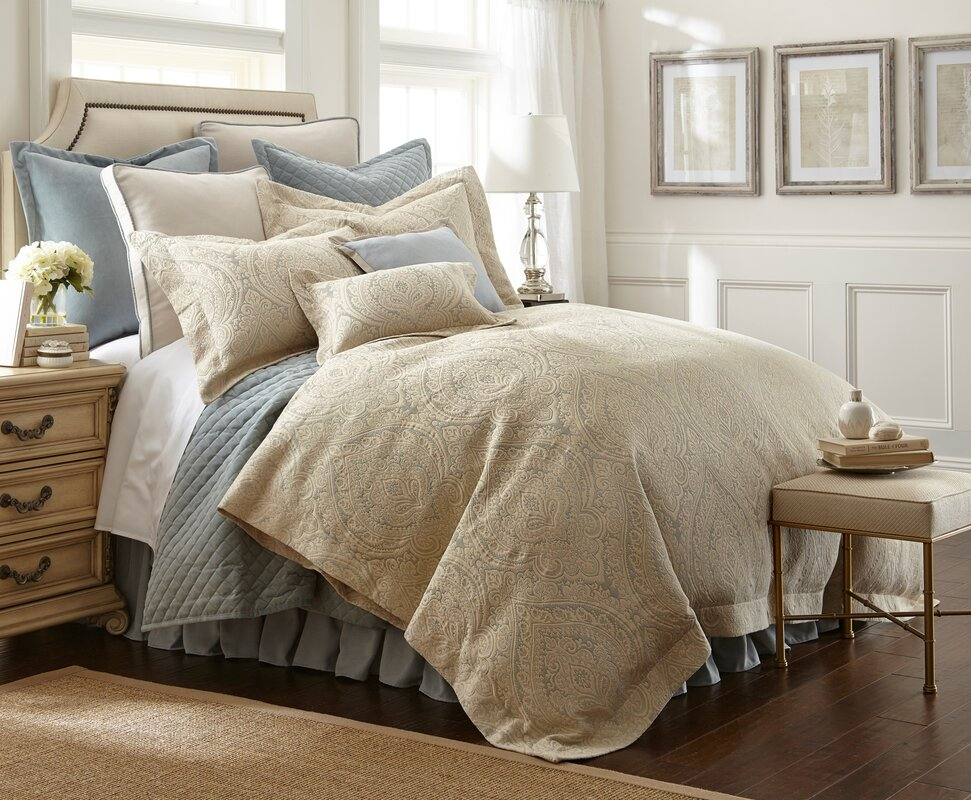 Abigail Midweight Down Alternative Comforter
