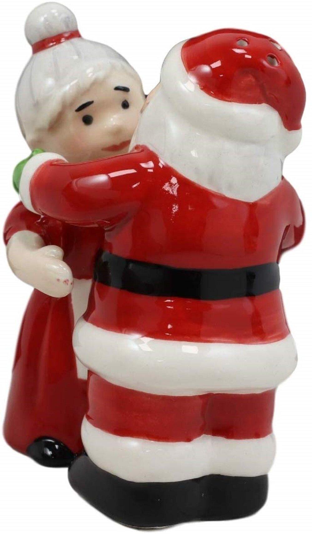 Ceramic Christmas Red Hats Salt /& Pepper 2 Unit Set