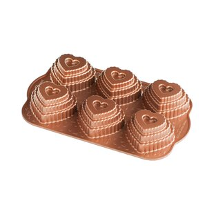 Non-Stick Novelty Tiered Hearts Cakelet Pan