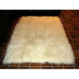 Hera Flokati Extra Natural White Solid Area Rug IXI