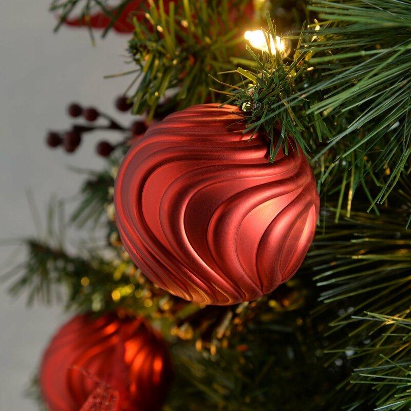 Kunstlicher weihnachtsbaum mit beleuchtung im topf