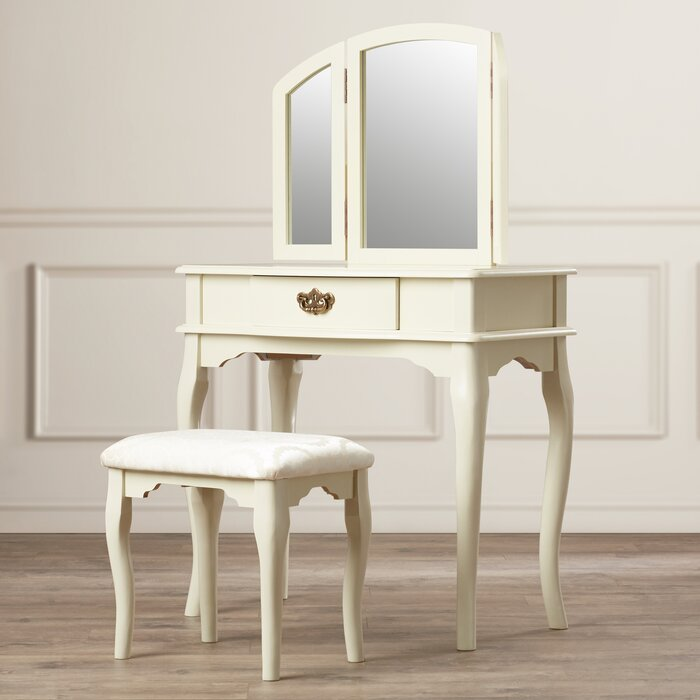 Livingston 3 Piece Vanity Set With Trifold Mirror