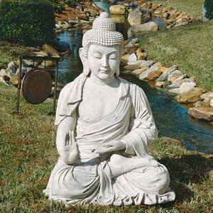 Giant Meditative Buddha of the Grand Temple Garden Statue