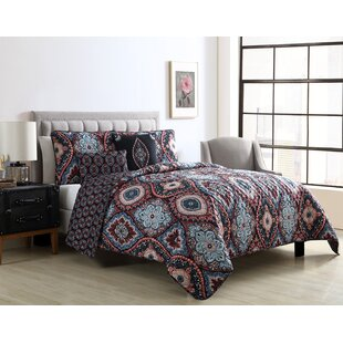 Byer Reversible Quilt Set