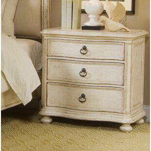 Lark Manor Daniella 3 Drawer Bachelor's Chest in Distressed Ivory