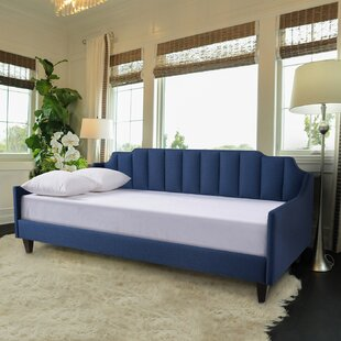 Nido Tufted Daybed by Bray..