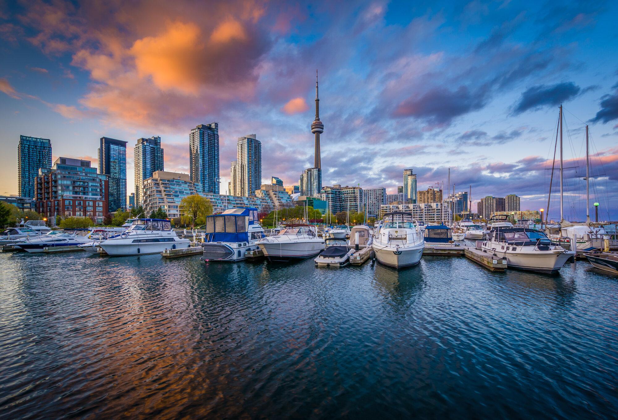 Latitude Run Sunset Over Marina And The Toronto Skyline