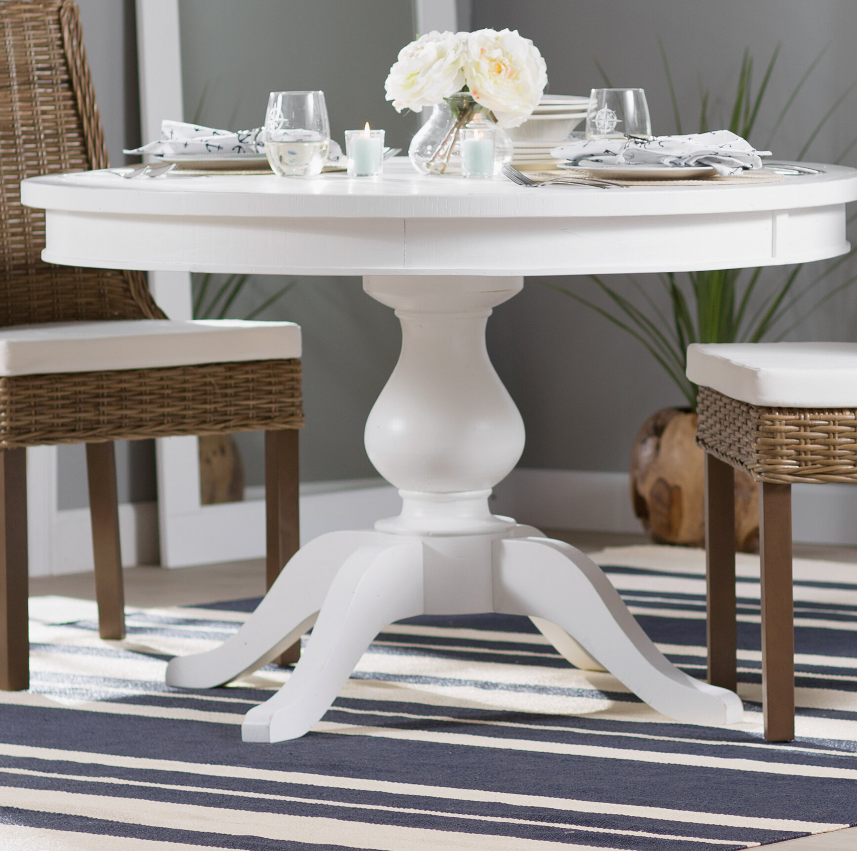 Beachcrest Home Zeinab Round To Oval Extendable Dining Table &
