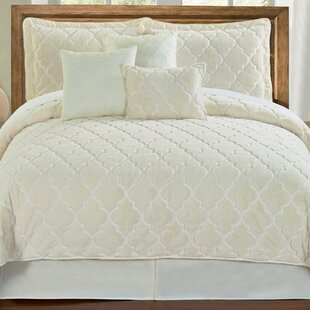 Elford Embroidered Quilt Set