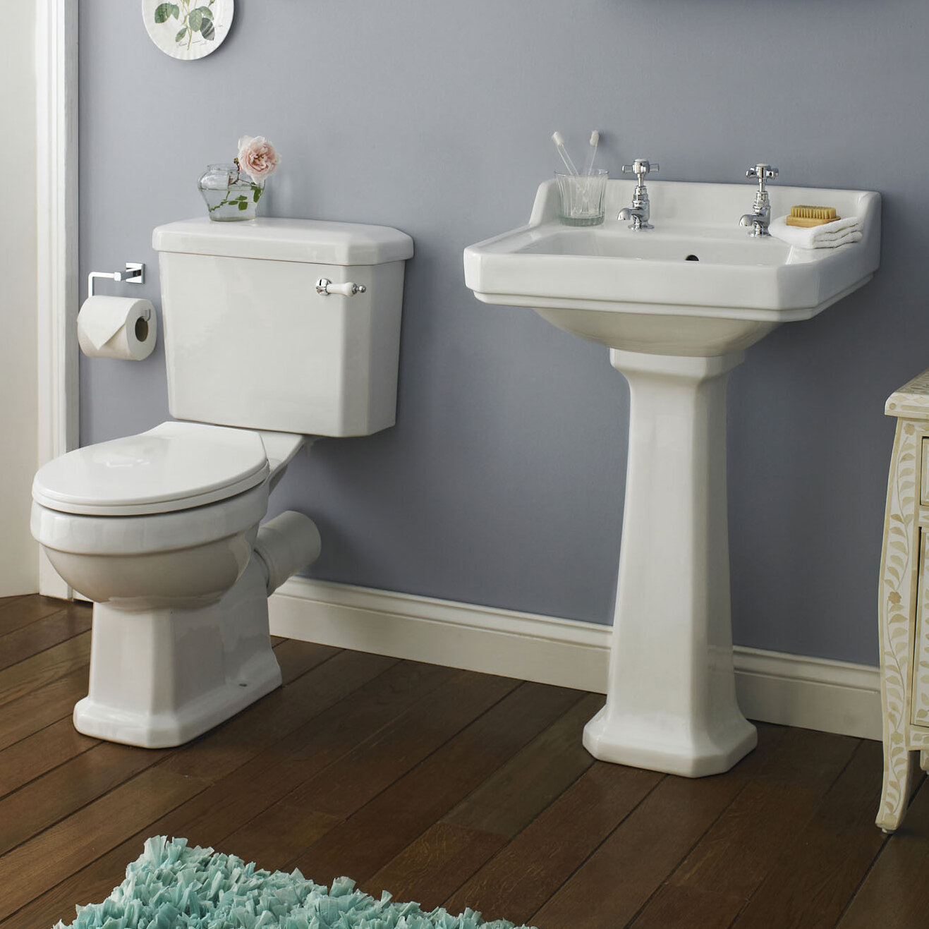 Helman Bathroom Suite with Toilet Seat