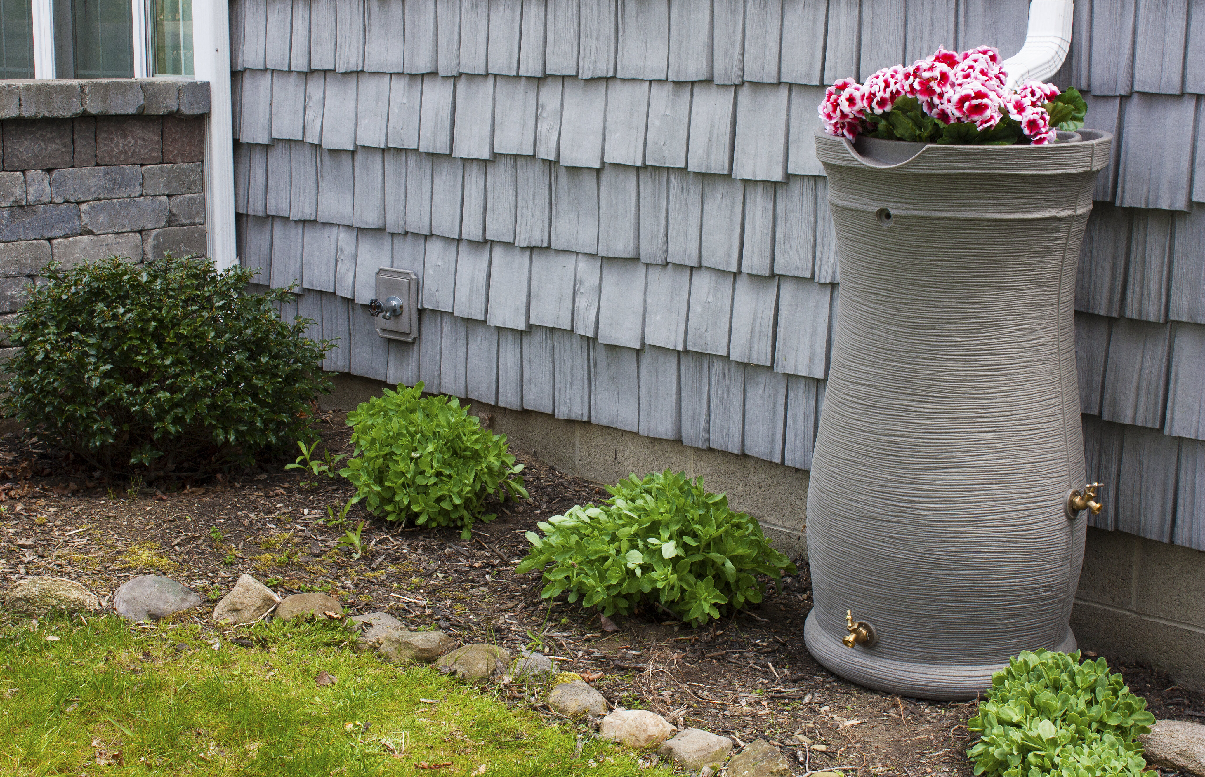 Polyethylene with Built-In UV Inhibitors and Planter Top Rain Catcher 40 Gal