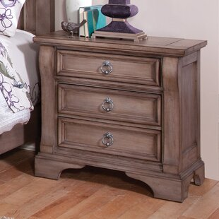 Mauricie Weathered 3 Drawer Bachelor's Chest by Lark Manor