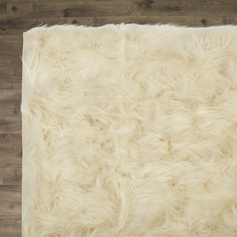 Beautiful Grisham Faux Fur Area Rug