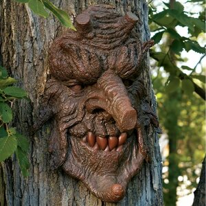 Poison Greenman Tree Statue