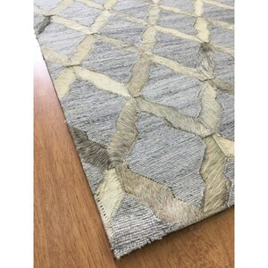 Hand-Woven Gray / Ivory Area Rug
