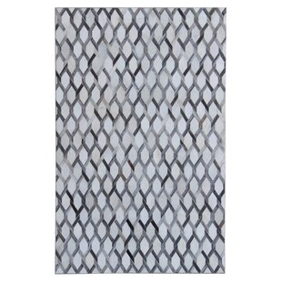 Omari Hand-Woven Gray/White Area Rug ByBrayden Studio