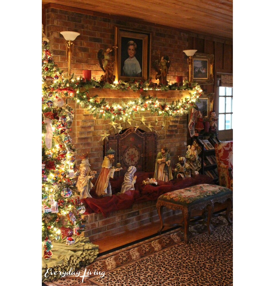 Pam Richardson Everyday Living Christmas fireplace mantel
