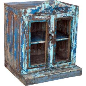 Geschirrschrank Upma aus Massivholz von Caracella