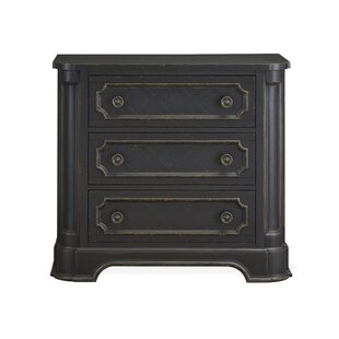 Everly Quinn Aahil 3 Drawer Bachelor Chest