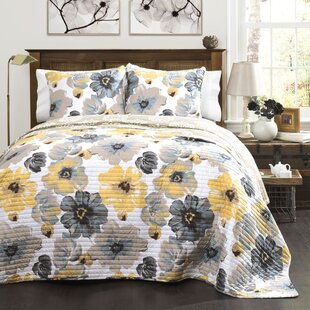 Wonderful Cafferata 3 Piece Reversible Quilt Set