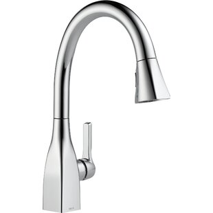 Delta Mateo Pull Down Single Handle Kitchen Faucet with MagnaTite® Docking and Diamond Seal
