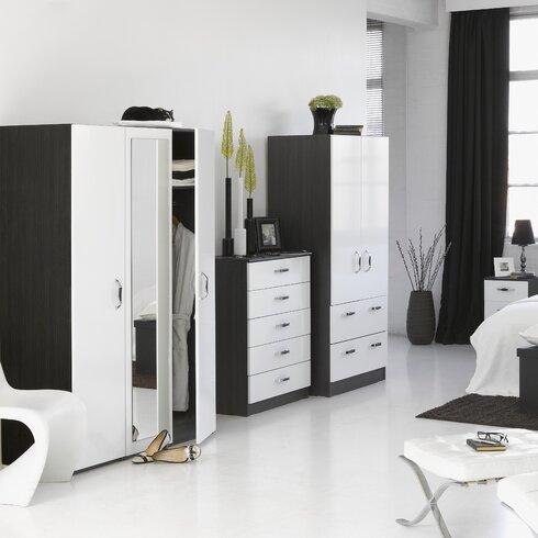 Holgate Piano Bedroom Set