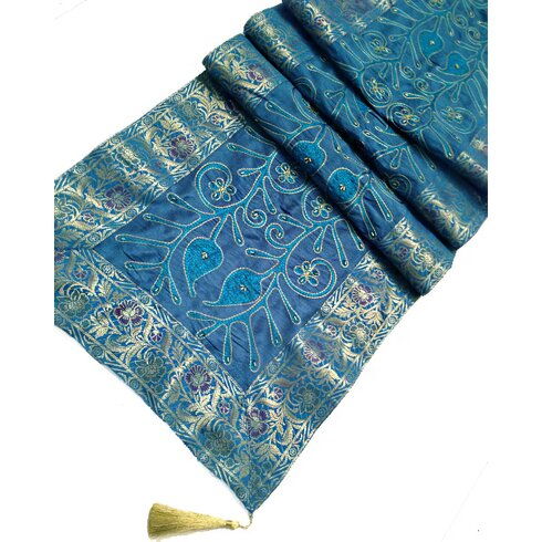 JT Cairy Table Runner