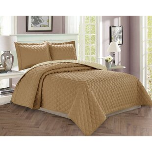 Ireland Diamond Design Reversible Comforter Set by Andover Mills