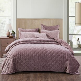 Bly Velvety Dreams Quilt Set