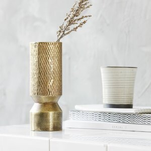 Vase Cast
