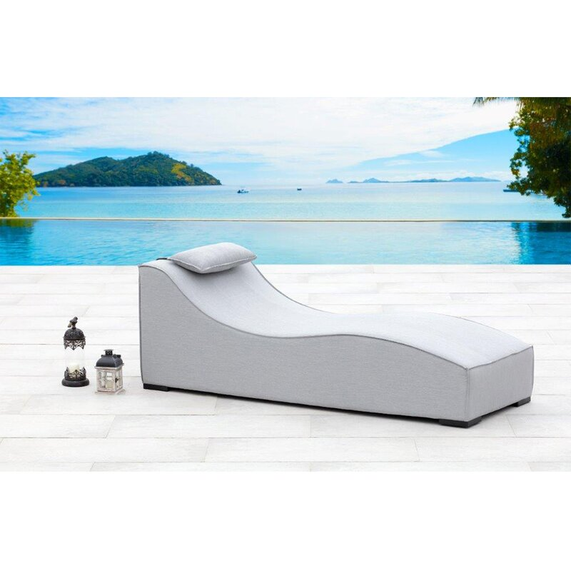 Breeze chaise lounge
