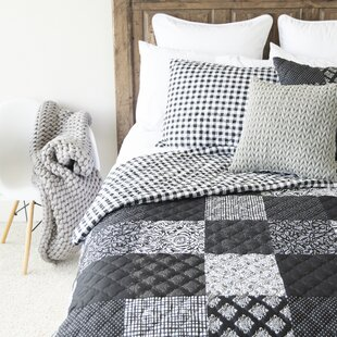 Dorothea Patch Reversible Quilt Set