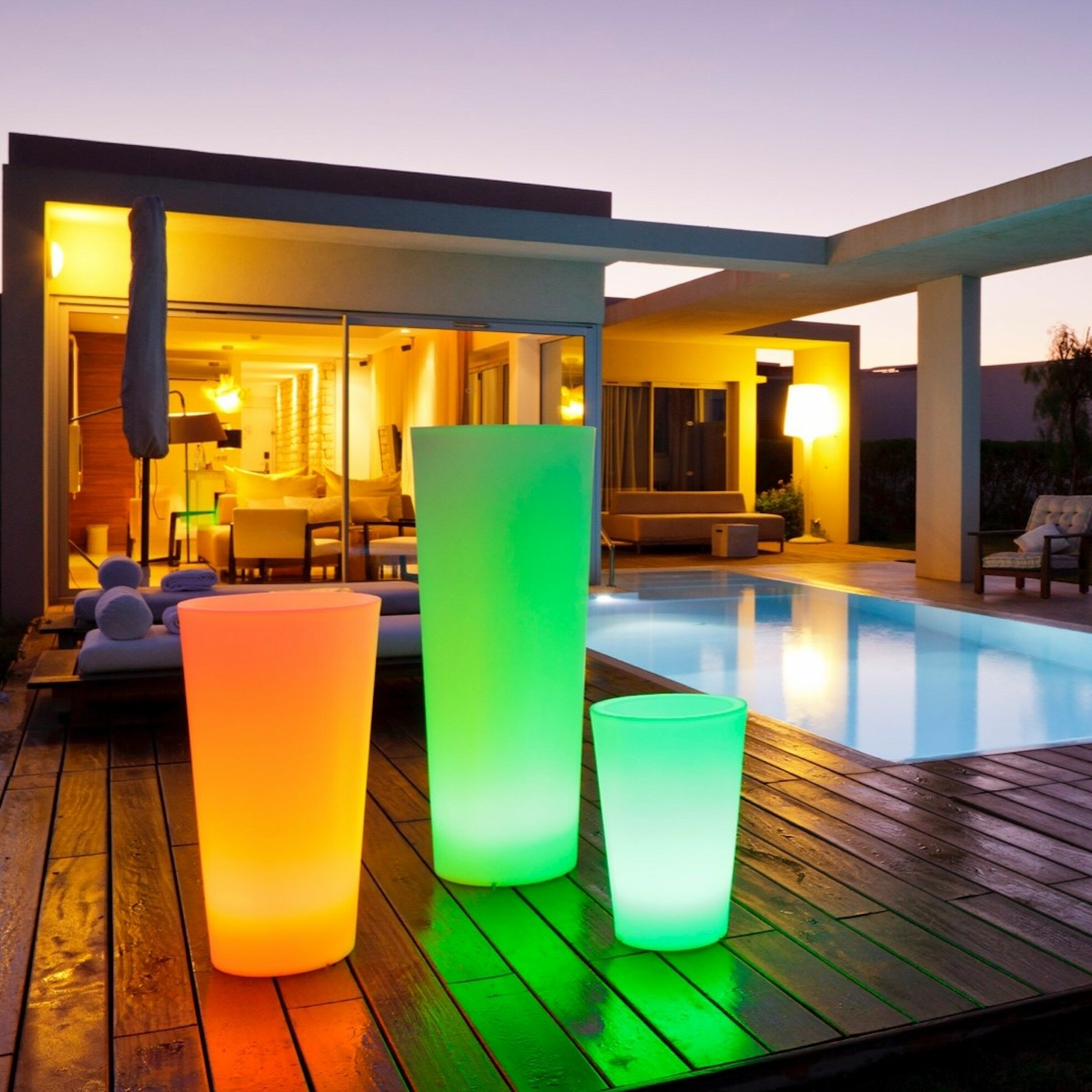 Picture of: Smart Green Tango Battery Powered Integrated Led Color Changing Outdoor Floor Lamp