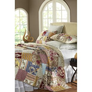 Fay Patchwork Quilt Set