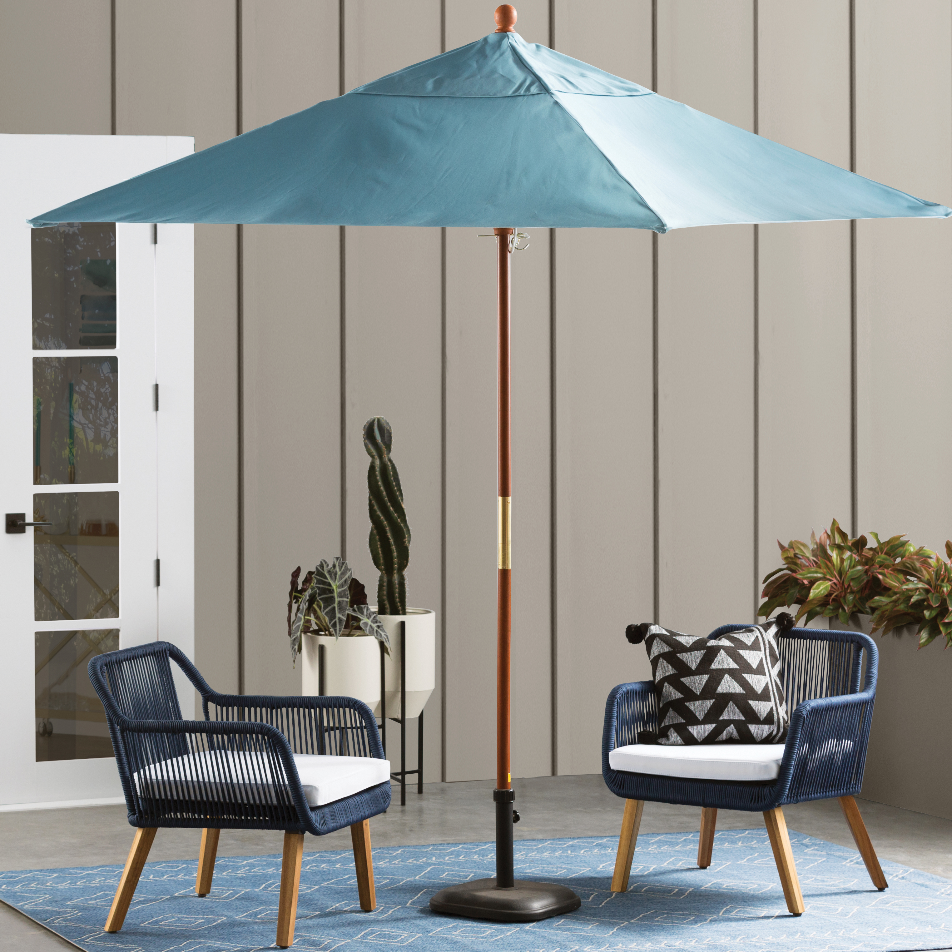 Modern Outdoor Chair: Modern Outdoor Furniture + Decor
