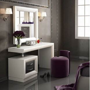 Kirkwood Bedroom Makeup Vanity Set With Mirror