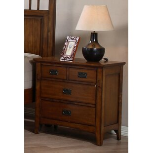 Elgin 4 Drawer Bachelor's Chest by Loon Peak
