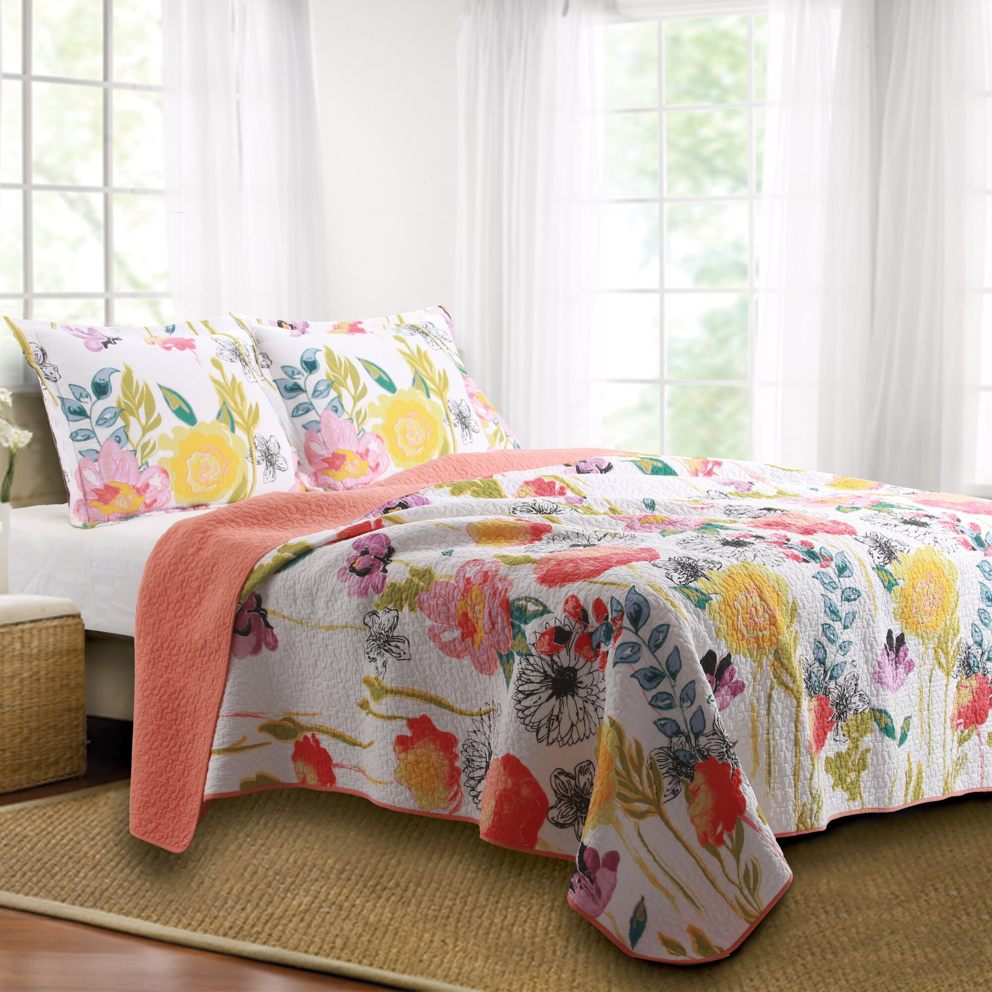 Bed sheet set with quilt - Sali Reversible Quilt Set