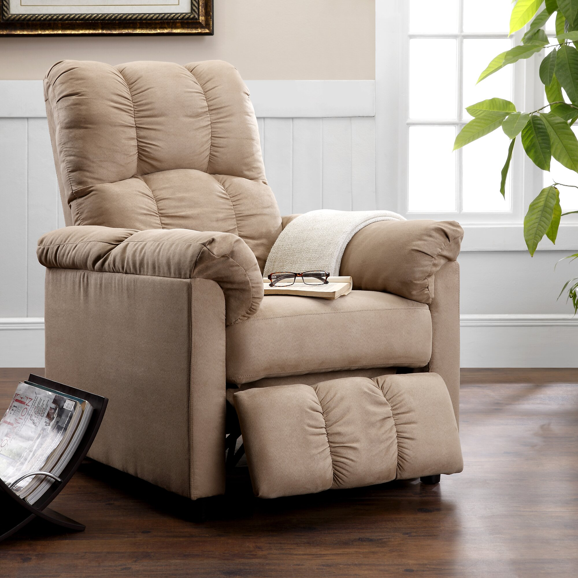 Emejing Apartment Size Recliners Gallery - Jackandgingers.co ...