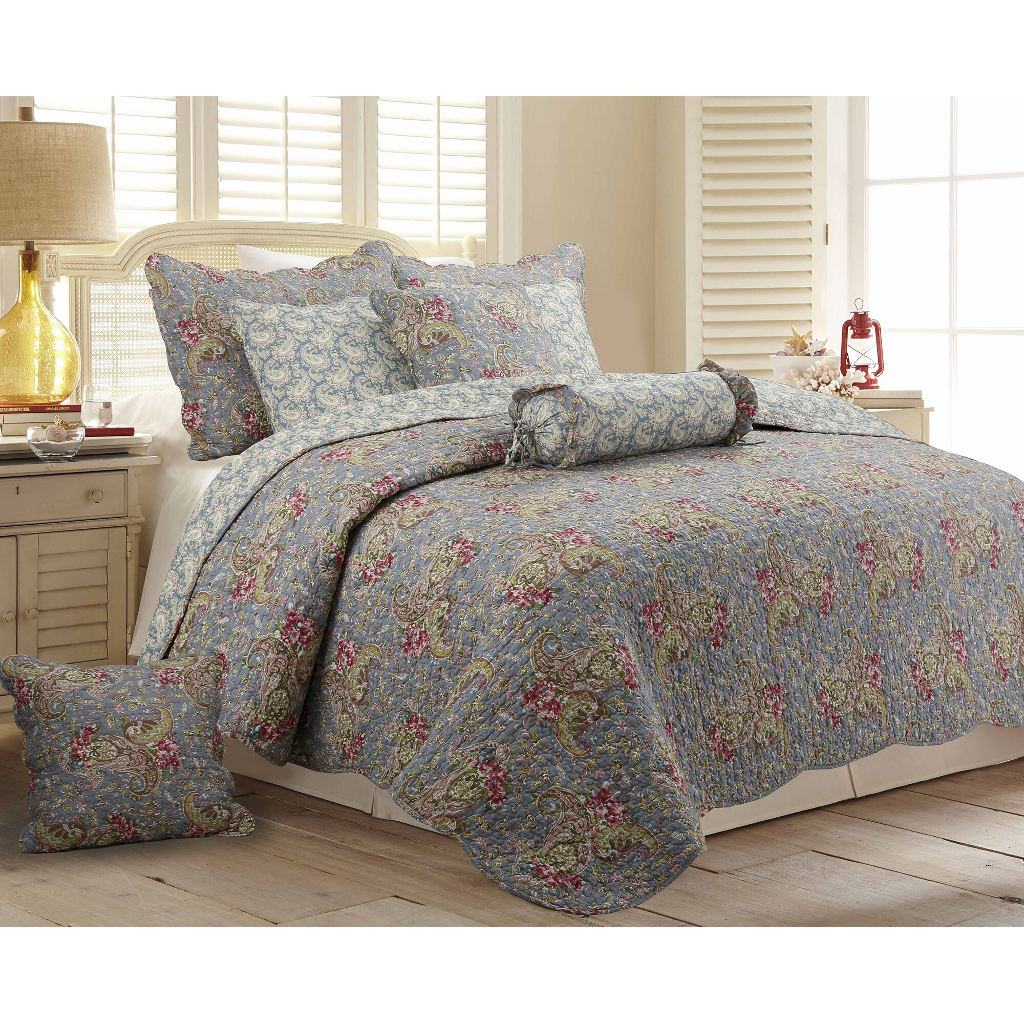 Bed sheet set with quilt - Raya 3 Piece Reversible Quilt Set