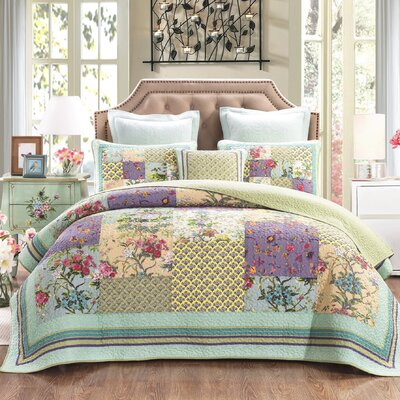 DaDa Bedding Frosted Pastel Gardenia Reversible Quilt Set ... : quilt on bed - Adamdwight.com