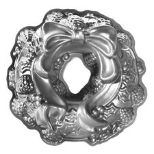 Holiday Wreath Bundt Cake Pan  The Holiday Aisle