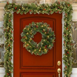 Christmas Wreaths & Garlands. Outdoor Christmas Decorations
